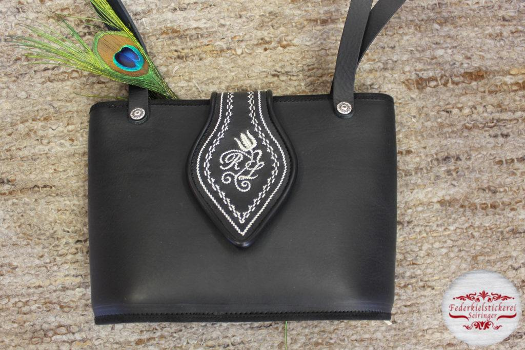 Handtasche schwarz in der mittleren Größe