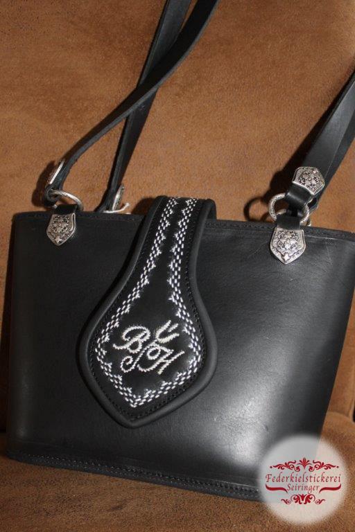 Kleine Handtasche m. Monogramm