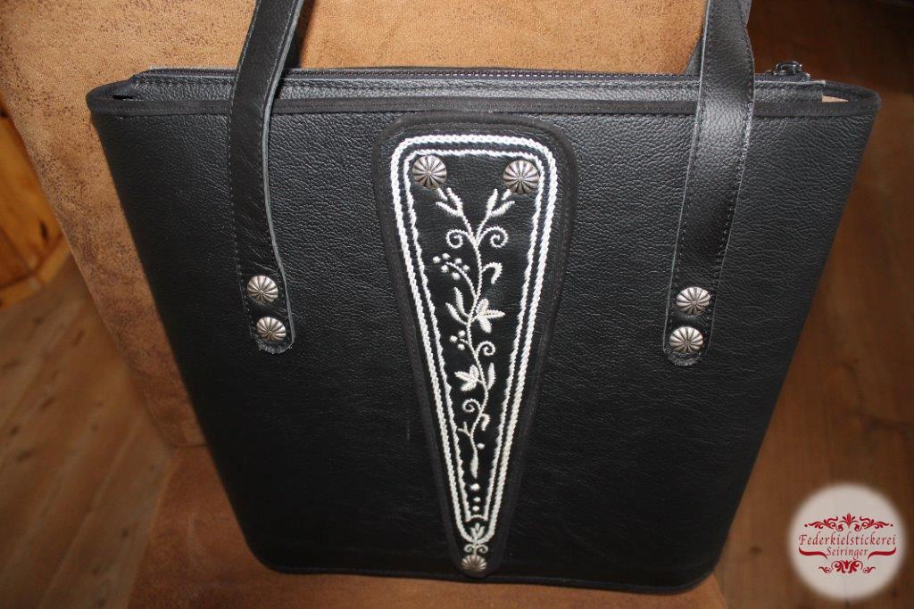 Großes Handtaschen Modell in schwarz