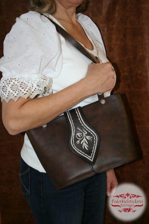 Handtasche in der mittleren Größe