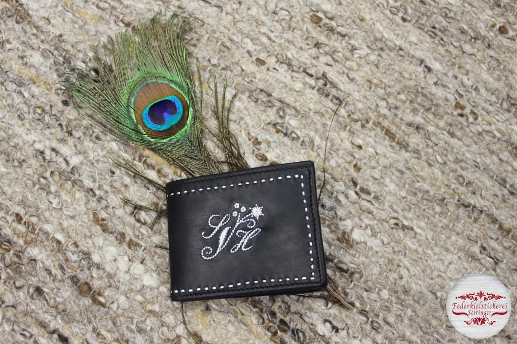 Geldtasche mit Monog. und Blume