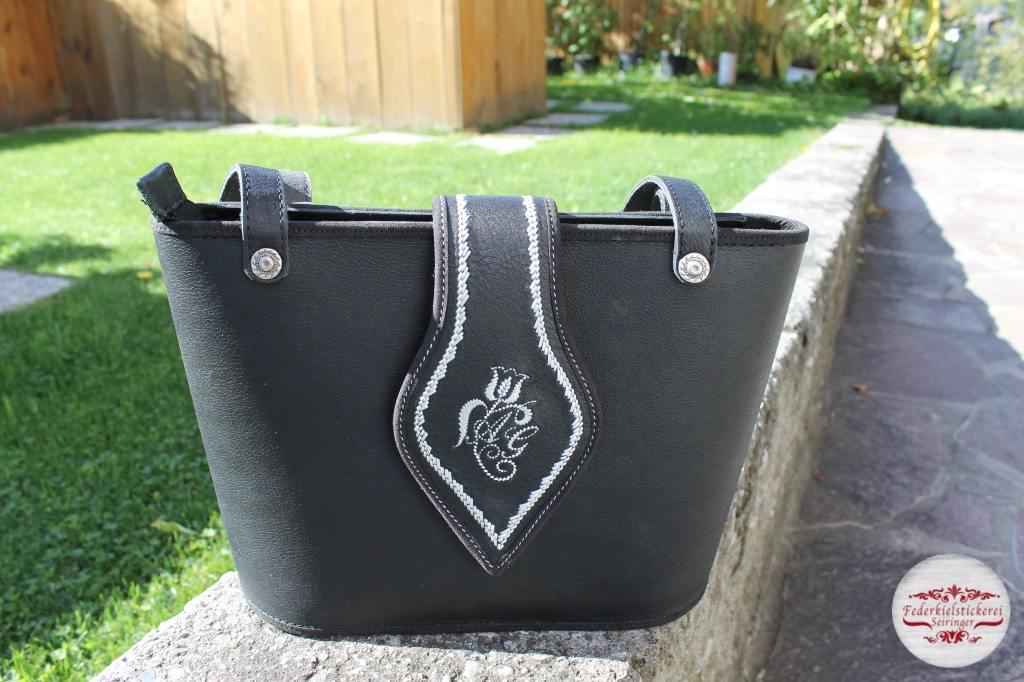 Schwarze Handtasche mittel