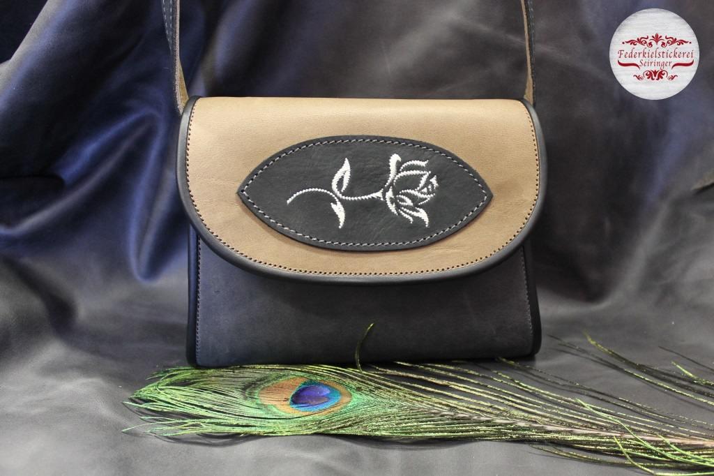 Zweifärbige Leder Handtasche mit Rose