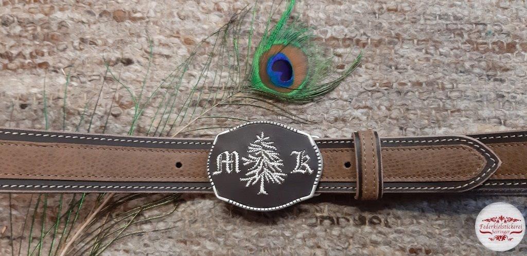 Gürtel mit Baum und Monogramm