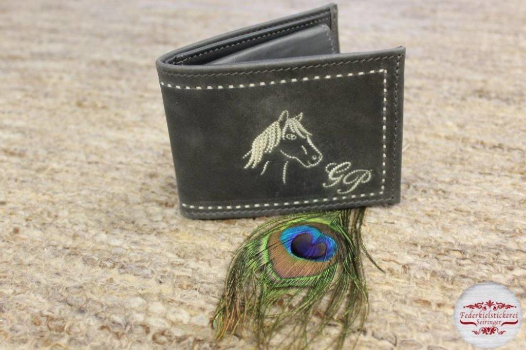 Graue Geldtasche mit Haflingerkopf