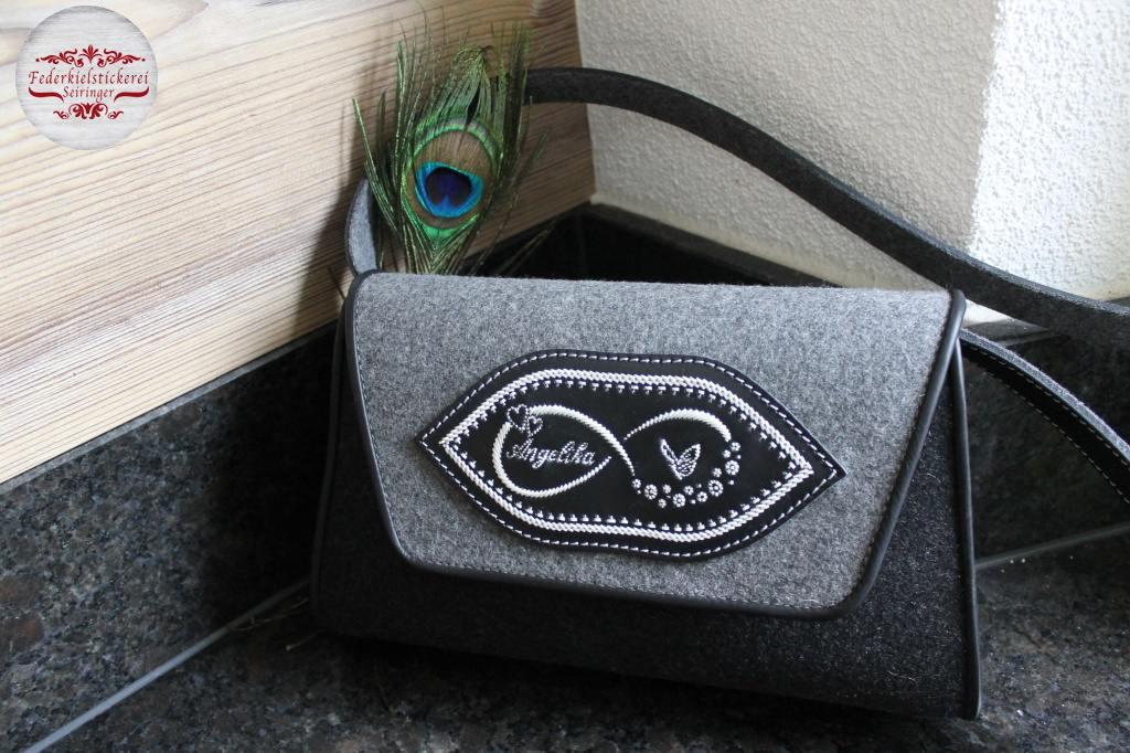 Handtasche mit dem Unendlichkeitszeichen