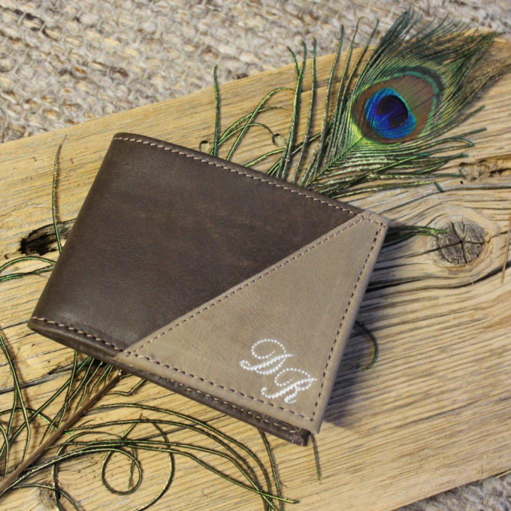 Zweifärbige Geldtasche mit Monogramm