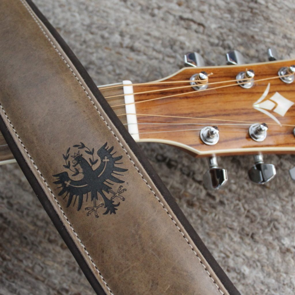 Gitarrengurt mit gelasertem Adler