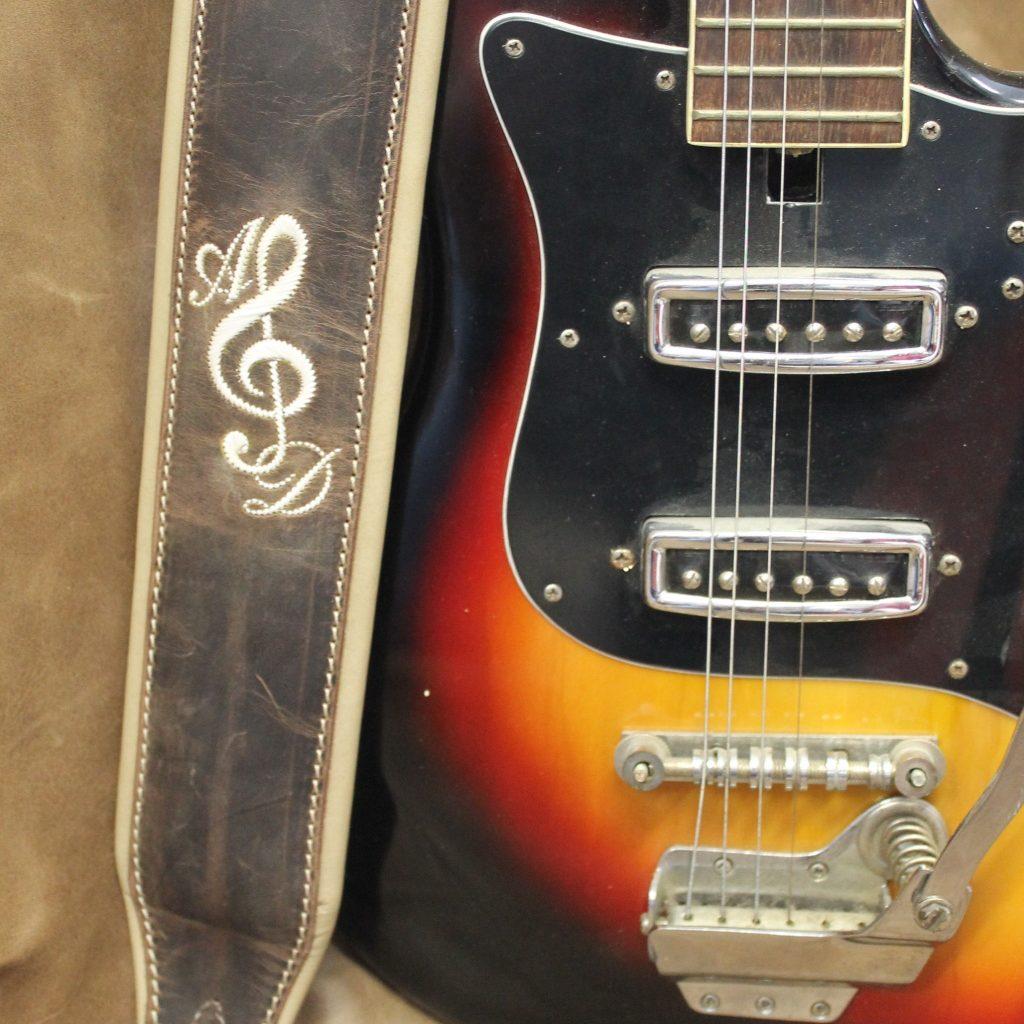 Gitarrengurt mit Notenschlüssel